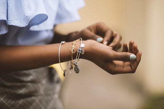 Bijoux cinéraires : transformer l'être cher... en pendentif - Funérailles Fontaine à Malmedy